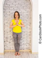 namaste, femme, pratiquer, yoga, jeune, séduisant, mains, geste