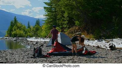 namiot, para, nadrzecze, przygotowując, wycieczkowicz, 4k