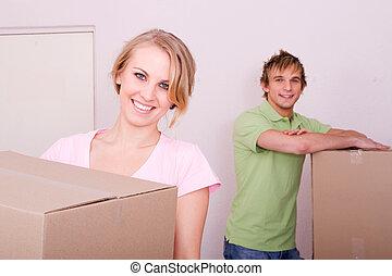 namorando, par, movendo casa