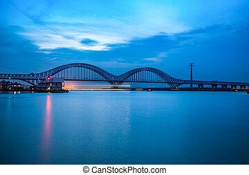 nanjing, dashengguan, yangtze rivière, pont, à, crépuscule