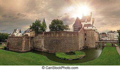 Nantes castle ominous sky panorama - Beautiful panoramic ...