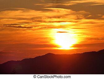 napkelte, felett, a, hegyek
