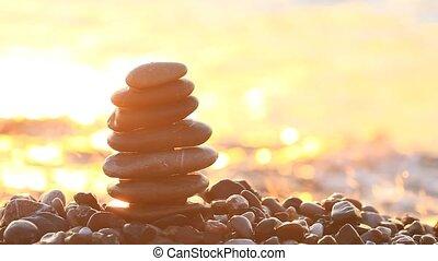 napkelte, képben látható, a, tenger, és, a, kavics, piramis