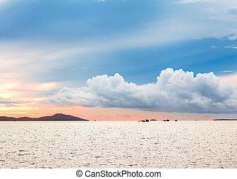 napkelte, közül, a, tenger, képben látható, a, horizont,...