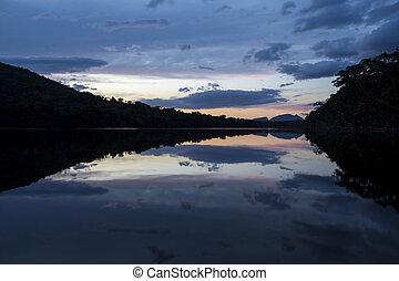 napnyugta, alatt, a, canaima nemzeti dísztér, venezuela.