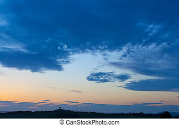 napnyugta, felett, a, ciprusfa, sugárút, toszkána, olaszország