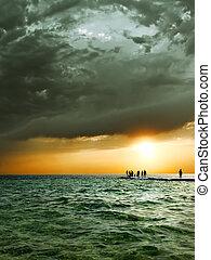 napnyugta, felett, a, sea.