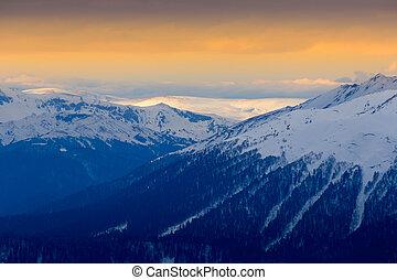 narancs, napnyugta, felett, hegyek