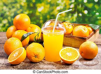 narancslé, friss gyümölcs, pohár