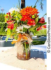 naranja, flores blancas
