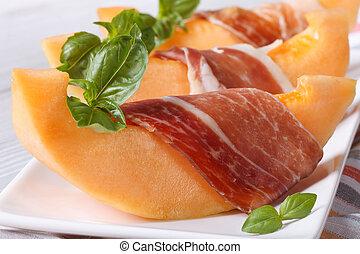 naranja, pedazos, envuelto, prosciutto, melón, albahaca
