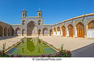Nasir al-Mulk Mosque pond