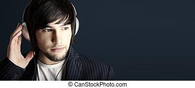 naslouchání poslech