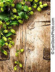 nastrojony, drewniany, rocznik wina, na, tło., chmiel, stół,...