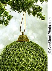 natal, bola verde, penduradas, de, um, ramo