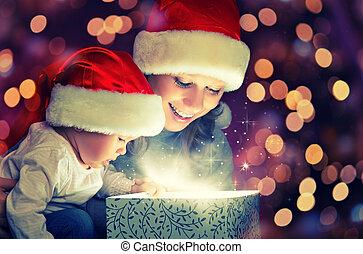 natale, magia, scatola regalo, e, uno, famiglia felice,...