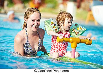 natation, femme, piscine, enfant