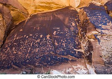 Native American Petroglyphs Newpaper Rock in Utah