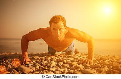naturaleza, atleta, practicar, deportes, empujado, trenes, playa, juego, hombre
