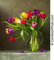 naturaleza muerta, con, colorido, tulipanes