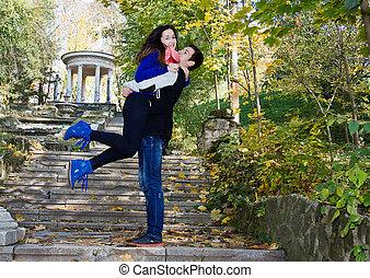 nature, être, couple, ensemble, embrasser, sourire heureux