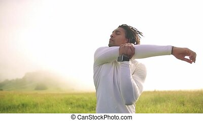 nature, course, jeune, dehors, homme, mélangé, stretching., exercice, pré