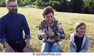 nature., csoport, gyerekek, izbogis, mező, tanár, elgáncsol