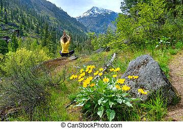 nature., mulher meditando