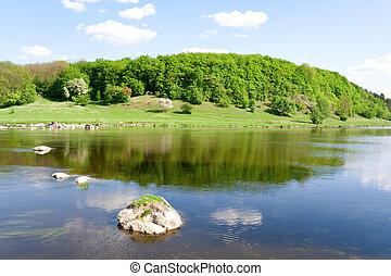 nature., przedimek określony przed rzeczownikami, błękitny, rzeka, w, przedimek określony przed rzeczownikami, lato
