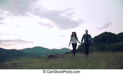nature., voyageurs, randonnée, touriste, sacs dos, jeune couple