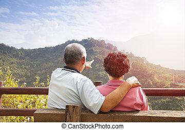 natureza, par, sentando, banco, olhar, sênior, vista