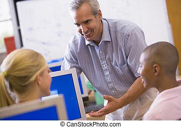 nauczyciel, klasa, demonstrowanie, to