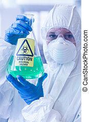 naukowiec, w, ochronny garnitur, z, hazardowy, chemiczny, w,...