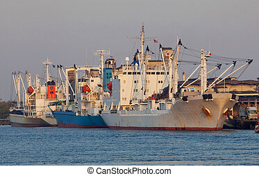 nave carico