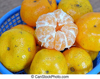 navel orange peel out on basket - navel orange peel out on...