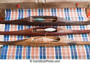 navetta, tessitura, attrezzo, su, il, anticaglia, telaio, e, filo, tradizionale, tailandese, tessitura, macchina