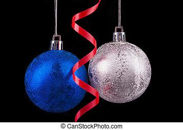 navidad, pelotas, en, un, negro, fondo.