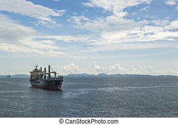 navio carga, sob, a, céus azuis