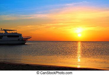 navio, em, âncora, e, amanhecer, sobre, mar