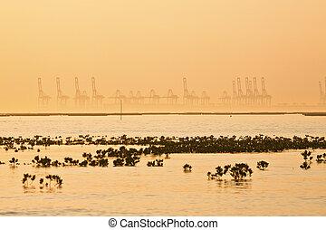 navio, industrial, pôr do sol, mostrado silhueta, fábrica