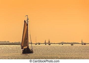 navios velejando, sundown, holandês, durante, frisian