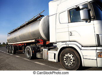 navire-citerne carburant, camion