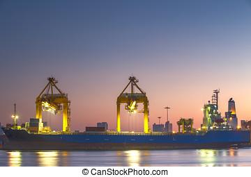 navire porte-conteneurs, dans, importation, port, contre, beau, matin, lumière, de, chargement, yard bateau, usage, pour, fret, et, cargaison, expédition, vaisseau, transport