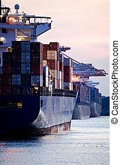 navires porte-conteneurs, indulgence, dans, port