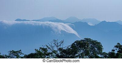 nebbia, rotolando, il, montagne