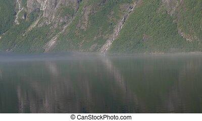 nebel, schicht, in, der, morgen, eikesdalsvatnet, fjord,...