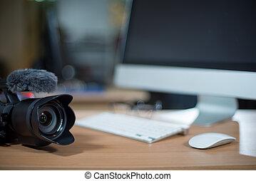 neben, arbeitsstation, fotoapperat, video bearbeiten