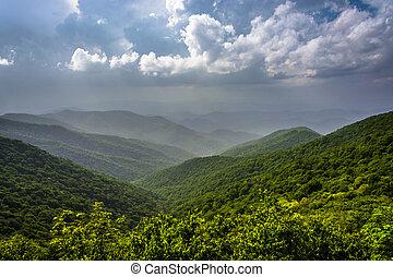 nebuloso, verão, vista, de, a, montanhas appalachian, de, a, azul, ridg