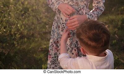neck., croix, symbole, homme, elle, fils, collier, met, catholique, mère, argent