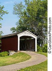 Neet Covered Bridge crosses Little Raccoon Creek, Parke County, Indiana